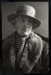 Gwen Lally Digital ID: th-27902. New York Public Library