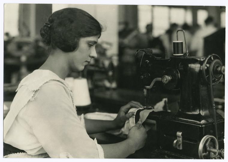Italian machine stitcher