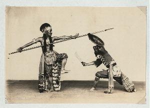Battle dances, Mangkunagaran and Kraton, Surakarta. Danced battle (Pandji Andaga vs. Buginese warrior), Mangkunagaran, Solo, 1931.