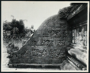 Mendut, candi. Southern stairwing of entrance to Tjandi Mendut, with reliefs of Buddhist fables. Photo: D.P. 1974--list #12 [cf. Kempers, for northern stairwing, Pl. 47, [slide SA7]