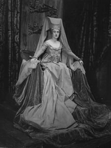 Evelyn Walsh Hall as Queen Elizabeth (wife of Edward IV).