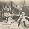 Aus der Türkei. In den Dardanellenkämpfen gefangene Engländer in ihrem Nachquartier.