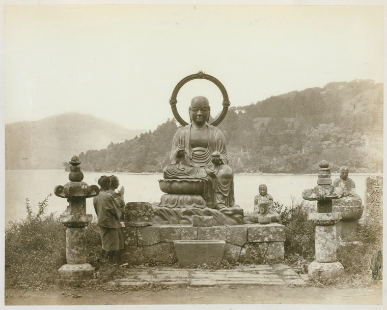 Bronze statue of Jeso Sama, Hakoni Lake