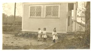 [Huguenot Park, Exterior, three children.]