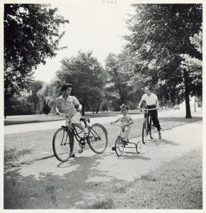 Wartime vacations; Sunday cyclists in East Potomac Park; Washington, D.C.