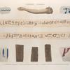Thèbes. Hypogées. 1.3.5.9. Fragmens coloriés; 2.4. Bras et bandelette de momie; 6-8. Briques portant des hiéroglyphes imprimés.