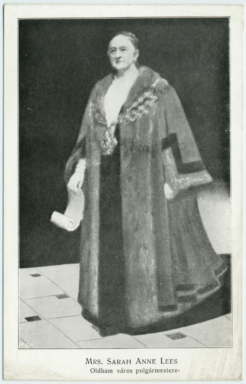 Mrs. Sarah Ann Lees, Oldham város polgármestere [Mayor of Oldham].