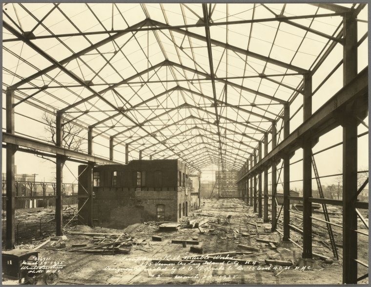 Industry in Queensbridge at the beginning of the 20th century