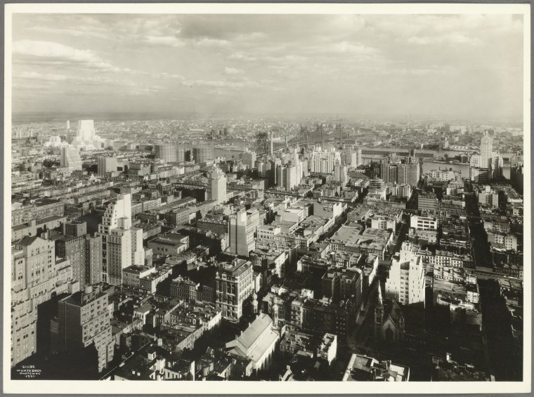 General View - Manhattan - Aerial view - East 53rd Street - Madison Avenue - Astoria Queens - looking northeast