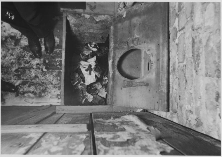 Outhouse Floor (1902).