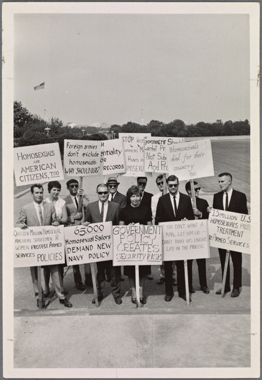 [Group photo of picketers] / Kay Tobin Lahusen