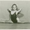 Amusements - Dance - Young girl doing split