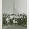 Amusements - Midway Activities - Troubadours with children
