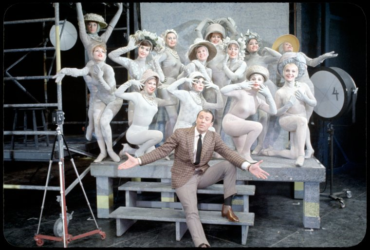 [Richard Kiley (David Jordon) and dancers in No Strings]