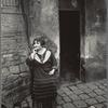 La Villette, rue Asselin, fille publique faisant le quart devant sa porte, 19e
