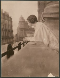 Isadora Duncan on a balcony at the Hotel Metropole, Brussels.