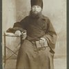 [A priest; fotografiia N. Dorofeev, S.-Peterburg. On verso: 1909 god. 7 iiunia. Na dobruiu pamiat Joannu Vasilevichu [G-nu] Klestovu ot Perodiakona Zosima]