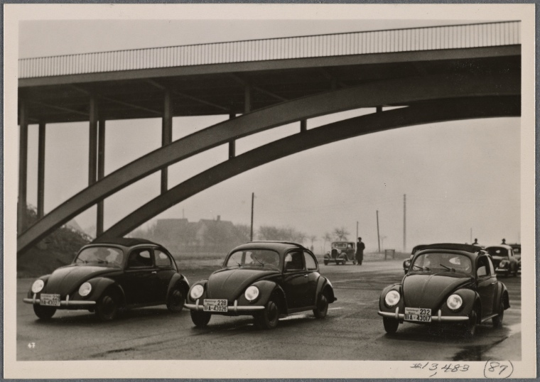 [Representatives of the foreign press get to know the German KdF-Car (Volkswagen) and the Reich highways.]