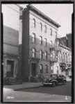 Row of small apartment buildings: 663-667 [street unknown]]