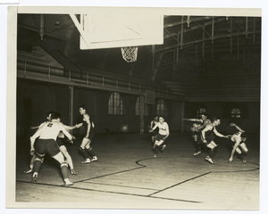 [The University of Illinois basketball squad demonstrates a favorite out of bounds scoring play.]]