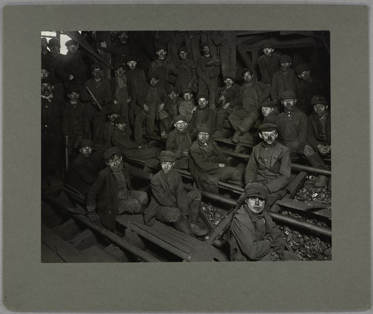 Noon hour in the coal breaker, January 1911