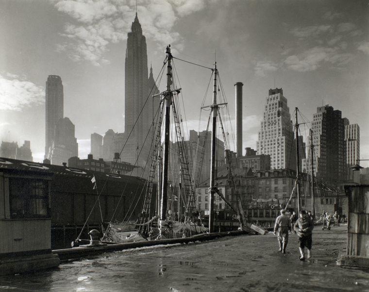 Fulton Street Dock, Manhattan skyline, Manhattan.