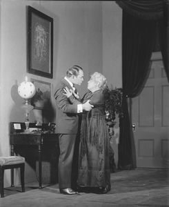 Edward G. Robinson as Ponza and Beryl Mercer as Signora Frola.