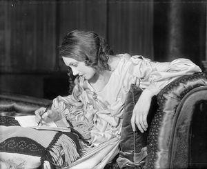 Katharine Cornell as Elizabeth Barrett.