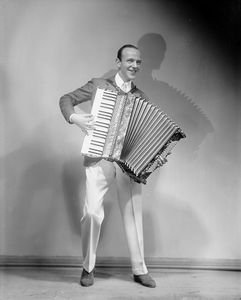 Fred Astaire (with the accordion) in The Band Wagon (1931).