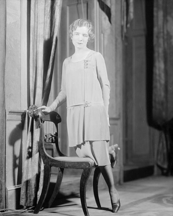 Helen Hayes as Norma Besant.