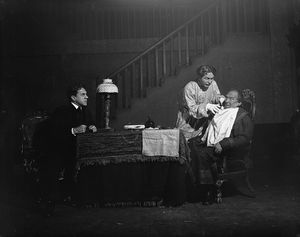 Dudley Digges as Feodor Pavlovich Karamazov, George Gaul as Ivan Feodorovich and Edward S. Robinson as Smerdiakow.