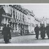 Gardmarinskii Batal'on Morskogo Korpusa prokhodit tseremonial'nym marshiam pered Gosudarem Imperatorom v Tsarskom Sele u Ekaterinskogo Dvortsa.