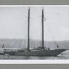 """Uchebnyi parusnyi Otriad Morskogo Korpusa: Iakhta """"Bora"""" (sniat v Gronsunde v 1916 godu)."""