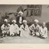 Pilger aus Korintji (Sumátra); der hinter ihnen sitzende Schêch stammt auch aus Korintji.