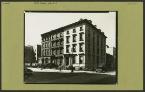 Manhattan: 5th Avenue - [Between 7th and 8th Streets]