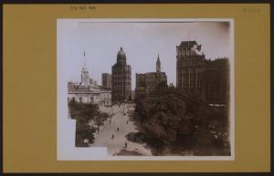Manhattan: City Hall Park - City Hall.