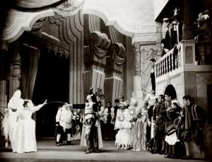 """Lynn Fontanne, Alfred Lunt and ensemble in The Taming of the Shrew."""